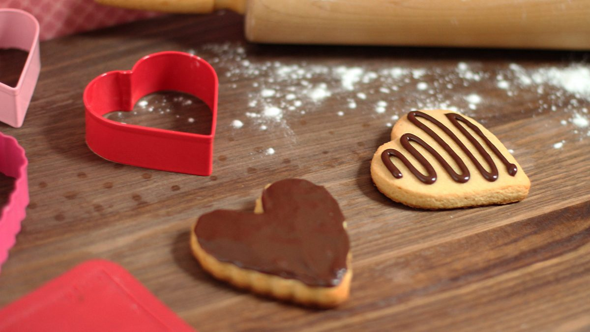 Valentine's Paleo Sugar Cookies #paleo #paleorecipes #oliveyouwhole #valentinesday
